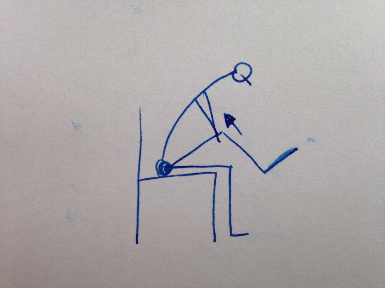 Im Sitzen ein Knie zum Oberkörper ziehen, sodass der untere Rücken eine Dehnung erfährt